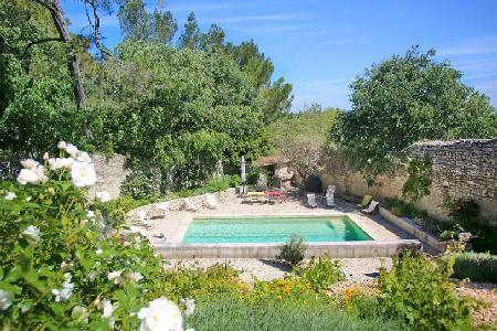 Le Viguier in a large private 6 hectare estate with pool, shared tennis & close to town - Image 1 - Avignon - rentals