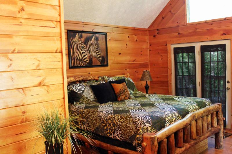 Spacious King Bed - JUNGLE FEVER - Pigeon Forge - Gatlinburg Vacation Cabin rental - Pigeon Forge - rentals