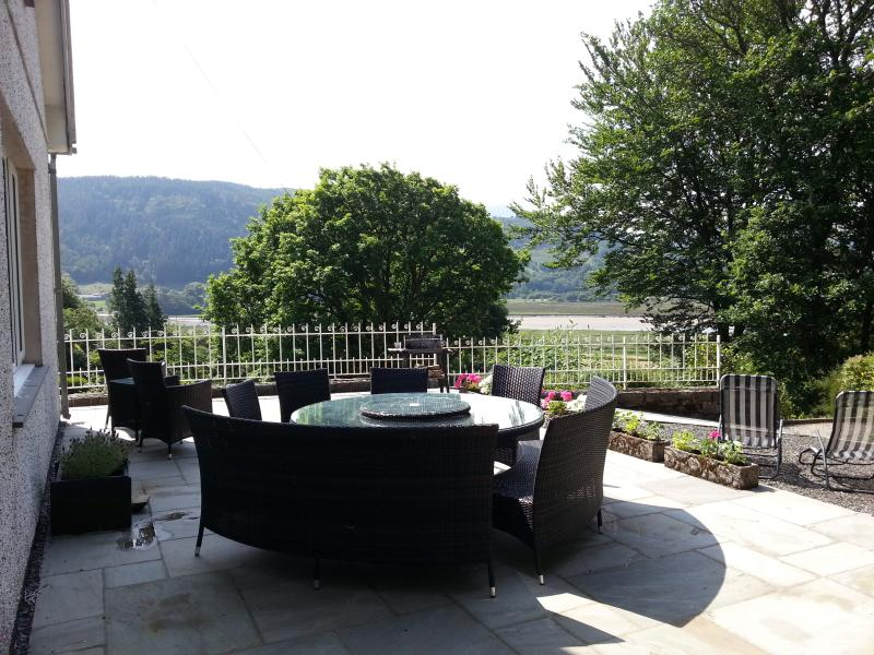 sunny terrace with views over Mawddach estuary and Cader range - Snowdonia, mountain and river views, near beaches. - Criccieth - rentals