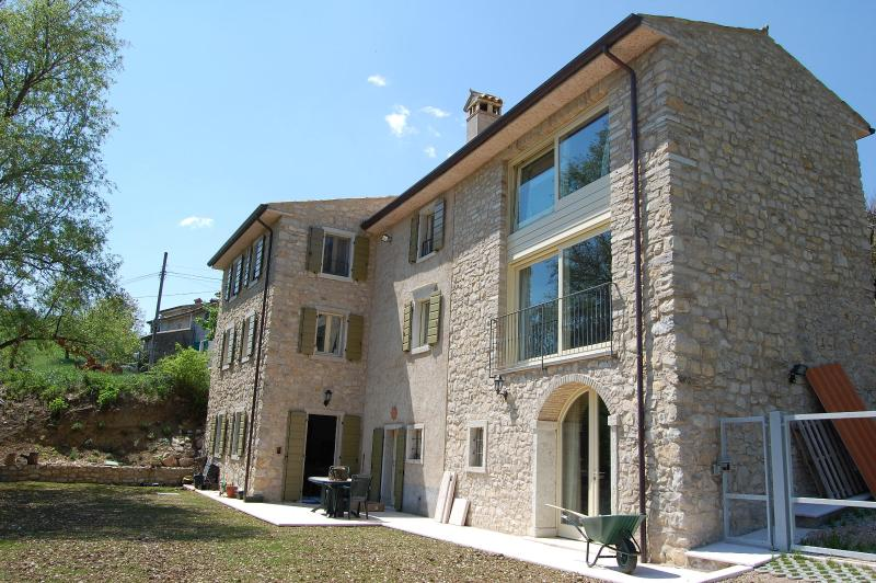 Stone-walled farmhouse - Luxuriously renovated farmhouse above Lake Garda. - Caprino Veronese - rentals