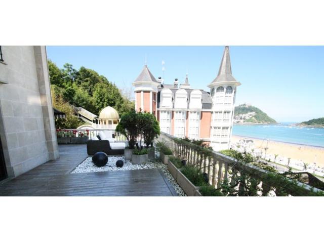 Miraconcha Terrace | Near the beach, great terrace overlooking the sea - Image 1 - San Sebastian - Donostia - rentals
