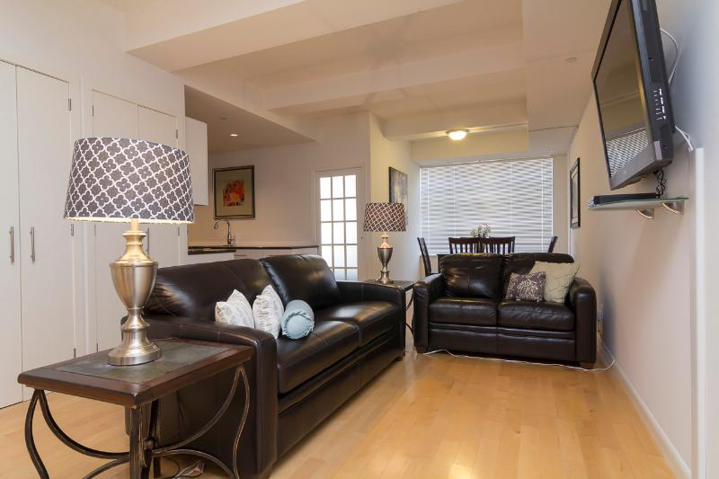 Living Room with sleep sofa - Sleeps 8! 3 Bed/2 Bath Apartment, Times Square, Awesome! (8451) - New York City - rentals
