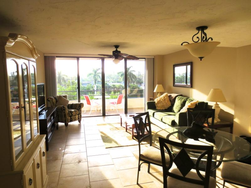 Living Room - Bright, updated condo, just steps to the beach. - Siesta Key - rentals