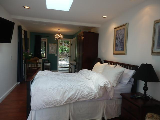 Pine room - Armand Heights   Pine room - Salt Spring Island - rentals