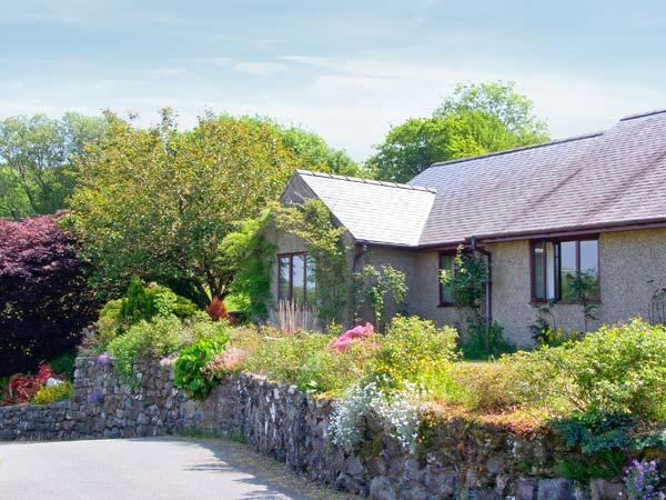 LLETY NEST, single-storey cottage on farm, wonderful views, close to walks and cycle trails, near Dolgellau, Ref 24366 - Image 1 - Dolgellau - rentals