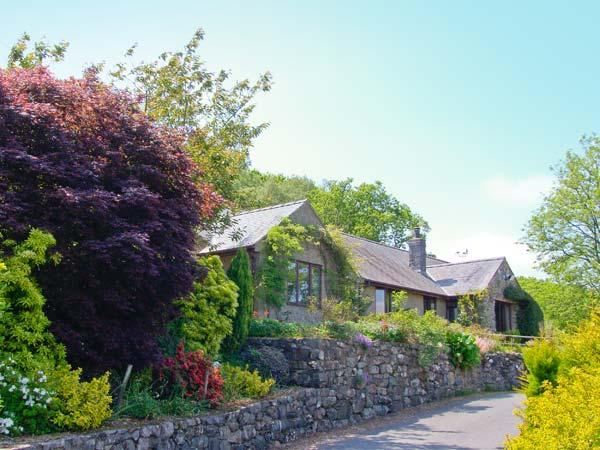 LLETY NEST, single-storey cottage on farm, wonderful views, close to walks and cycle trails, near Dolgellau, Ref 24366 - Image 1 - Dolgellau - rentals