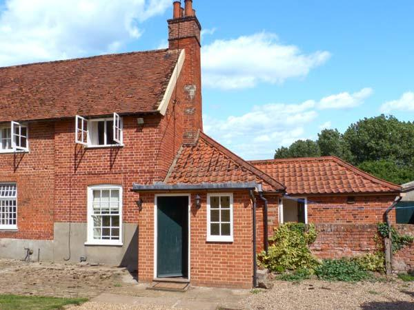 GARDENER'S COTTAGE, pet-friendly cottage with woodburner, garden, in Hadleigh Ref 24518 - Image 1 - Hadleigh - rentals