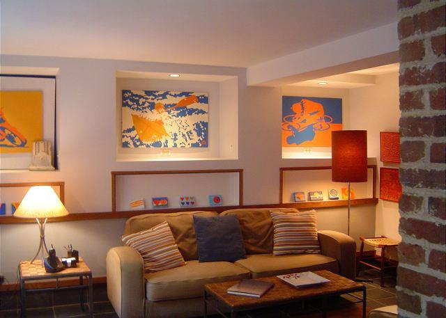 Living room - Contemporary 1BR apt in pvt home. Great neighborhood, bus to Dntwn & the Mall - Washington DC - rentals