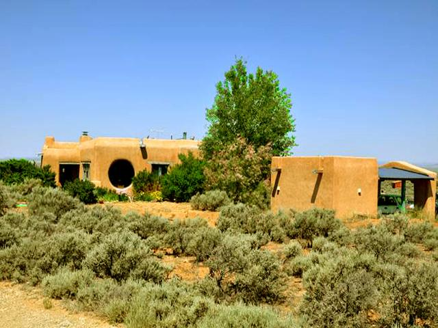 Perched on a hill with sweeping panoramic Taos mountain views - Adobe de Artista 2 Bedroom - El Prado - rentals
