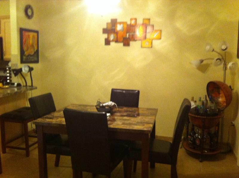 Dining area with mini bar - Tropical Getaway - Fort Myers - rentals