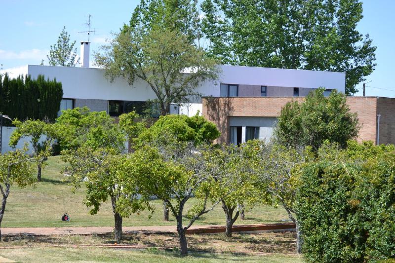 Quiet spa and trendy villa in Alentejo Portugal - Image 1 - Vendas Novas - rentals