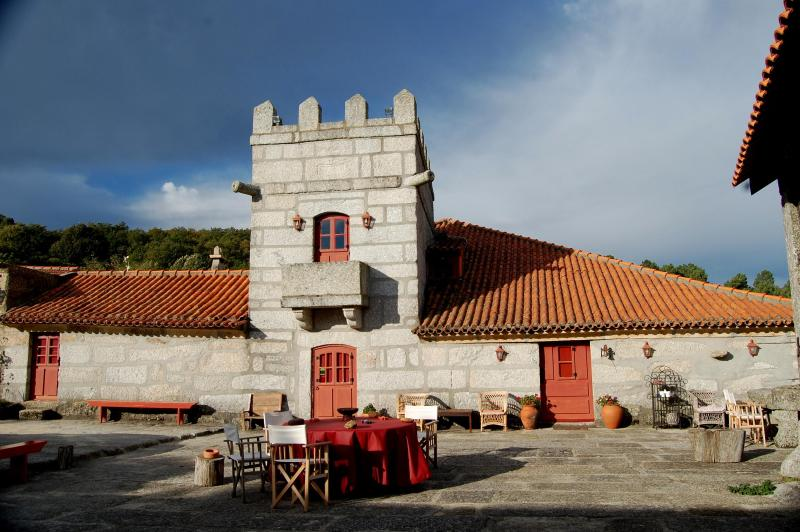 Casa da Levada and Eira - A PARADISE IN THE MIDDLE OF NOWHERE - Travanca - rentals
