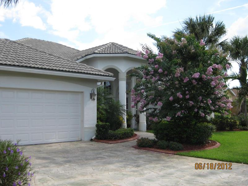 Front Exterior - Home Share Room Rental in Upscale Pool Home for Vacationers to Florida - Port Saint Lucie - rentals