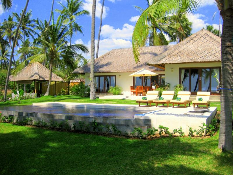 Villa Pantai ocean front - Ocean front villa with own private swimming pool - Kubu - rentals