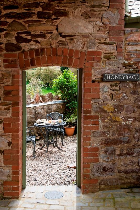 Honeybag terrace through the arch - Honeybag Luxury Holiday Cottage - Newton Abbot - rentals