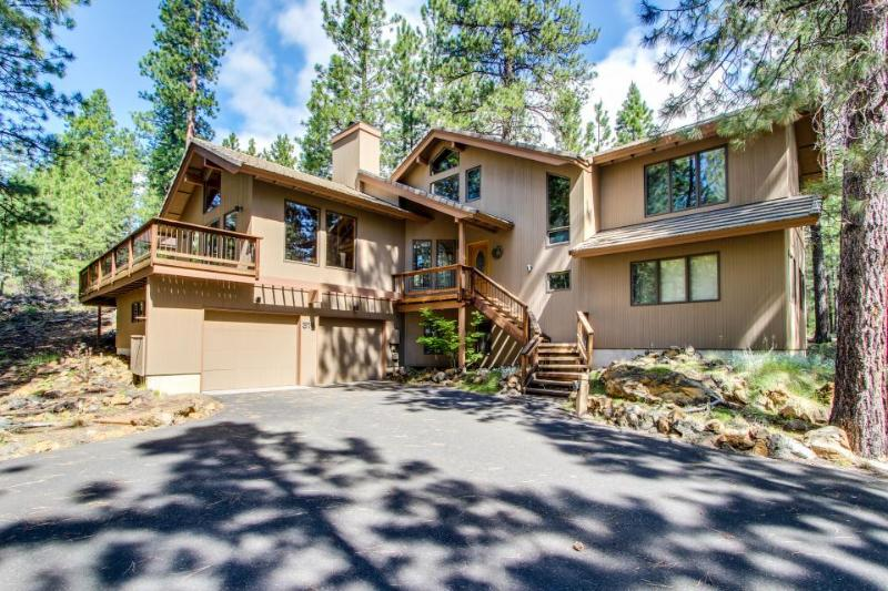 Private hot tub, resort amenity access, bikes for rent! - Image 1 - Black Butte Ranch - rentals