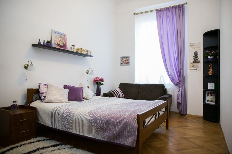 Master bedroom - Nice Sunny 2-be with balcony on Kopernika Street - Lviv - rentals