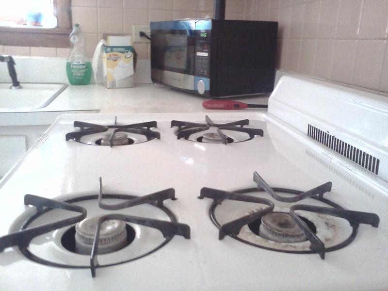 Full size gas stove and oven - House. No Extra Fees.Parking.CTA .Easy to Anywhere - Chicago - rentals