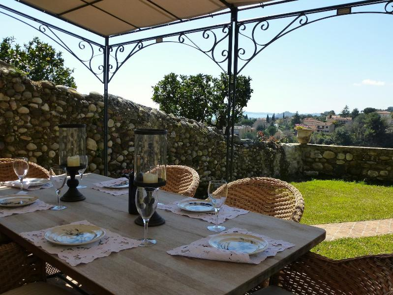 Garden Table - Lovely, and Pet-Friendly, Stone Home With Seaview, Garden & Terraces - Cagnes-sur-Mer - rentals