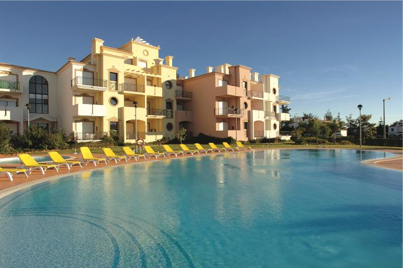 ONE BEDROOM APARTMENT IN VILAMOURA 3KM AWAY FROM GOLF COURSES AND FALESIA BEACH - REF.EDV110499 - Image 1 - Quarteira - rentals