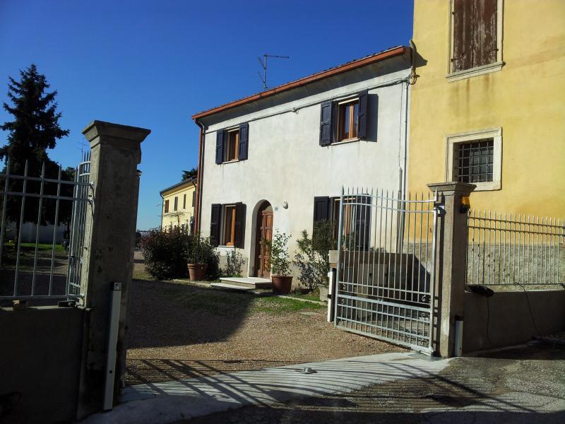 Holidays in a rural cottage near Verona! - Image 1 - Zevio - rentals