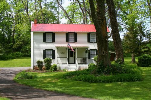 The Philip Sheridan Cottage at Historic Rosemont Manor Estate - Civil War Union Officer Guesthouse -- Rosemont - Berryville - rentals
