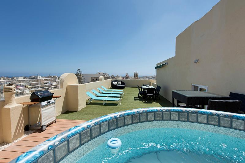 030 Astounding views 2-bed pth with large terrace - Image 1 - Sliema - rentals
