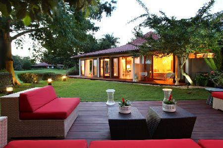 Villa Bonita- near beach, pool- jacuzzi, alfresco showers & full staff - Image 1 - Dominican Republic - rentals