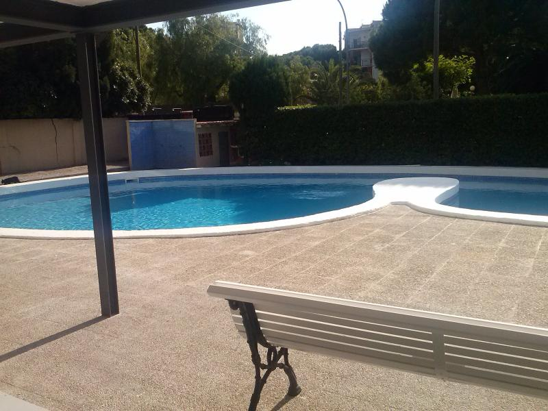 big swimming pool also for kids - Cozy Mediterranean Blue appart. sea front near BCN - Castelldefels - rentals