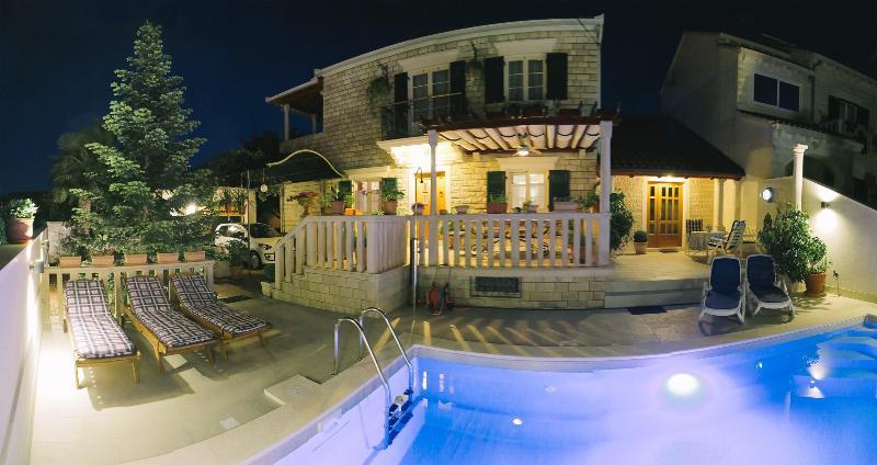 Villa Camellia **** studio apartment / adults only - Image 1 - Supetar - rentals