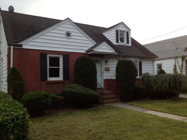 Front of house - 8 bedroom House near Hofstra University & Coliseum - Uniondale - rentals