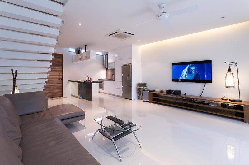 Open-plan living & dining area - 2-Bedroom Pool Villa on a Quiet Beach in Rawai - Rawai - rentals