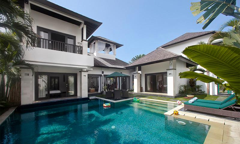 Welcome to the villa Cempaka. - Roof-top bale and speed boat. Villa Cempaka - Nusa Dua - rentals