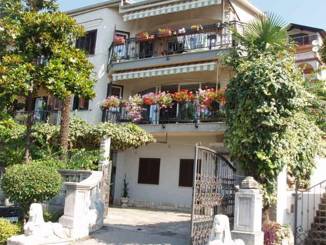 The whole house- the apt. is on the null floor - Holiday apartment Mira- apartments Rijeka - Rijeka - rentals