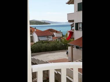 A2(2+2): terrace view - 8182 A2(2+2) - Okrug Gornji - Okrug Gornji - rentals