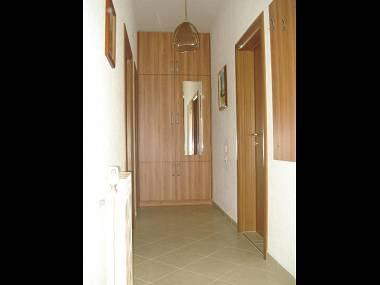 A2(4+1): hallway - 8188  A2(4+1) - Okrug Gornji - Okrug Gornji - rentals