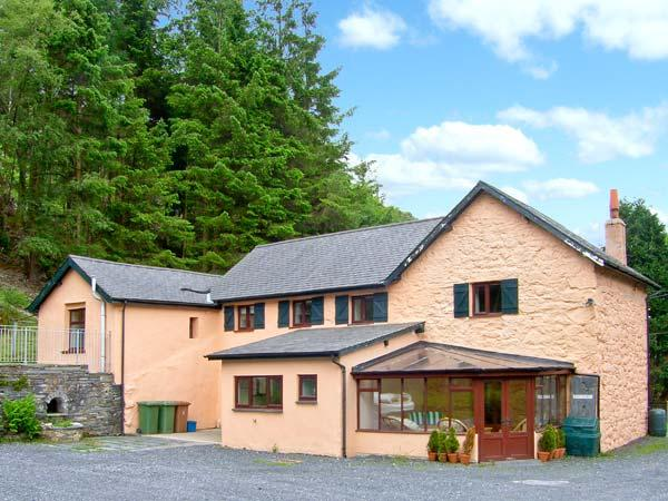 PLASWAENYDD LODGE, pet-friendly spacious cottage, cycling and walks from door, ideal for groups, Blaenau Ffestiniog, Ref. 26308 - Image 1 - Blaenau Ffestiniog - rentals