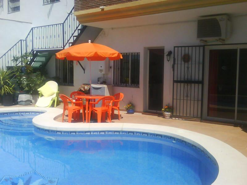 Courtyard Area - LARGE MODERN SPACIOUS 2 BED GROUNDFLOOR APARTMENT - Malaga - rentals