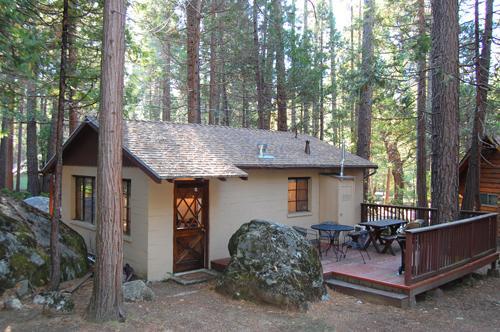 Back deck - (2) Bassett Cedar Rock Cabin - Wawona - rentals