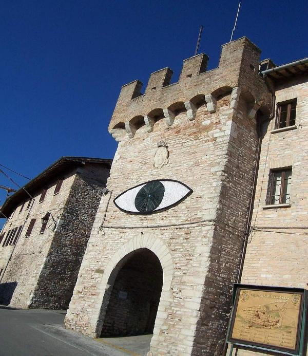 Gate of the Castle - IN THE WALLS OF A CASTLE between Gubbio and Assisi - Fossato di Vico - rentals