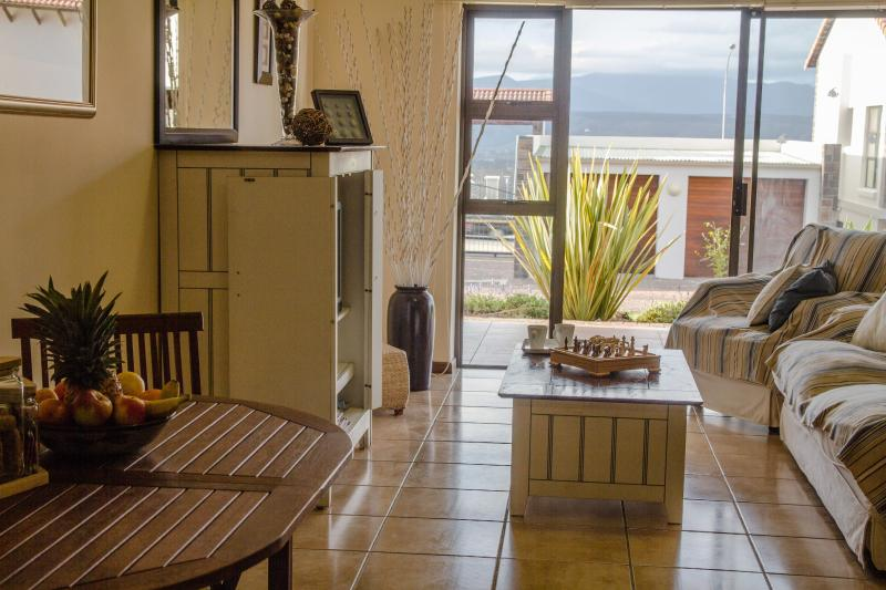 Open plan lounge and diningroom - Self catering apartment in Plettenberg Bay - Plettenberg Bay Game Reserve - rentals