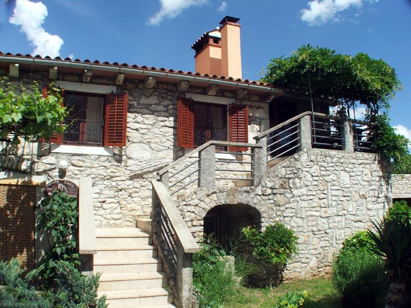 apartment no1 balcony & entrance - Apartment on Holiday Farmhouse with swimming pool, peaceful location, 18 Km to the beach, sleeps 4 - Nedescina - rentals