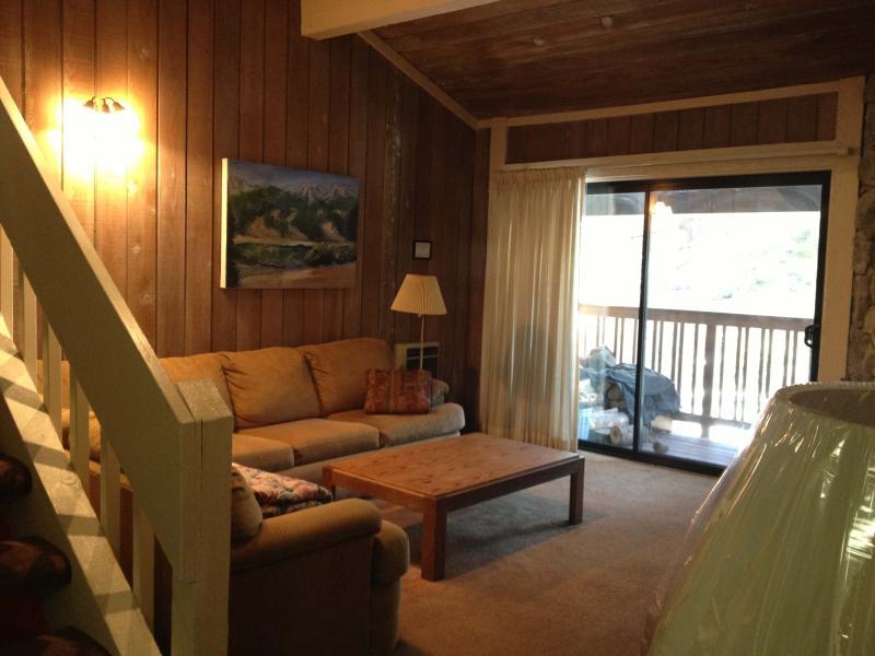 Living Room - Summit  F 44, 2+loft, sleeps 8, Walk to Eagle - Mammoth Lakes - rentals