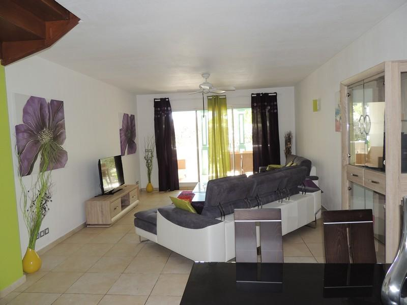 Townhouse Located Less Than 200 Metres From Orient Bay Beach - Image 1 - Orient Bay - rentals
