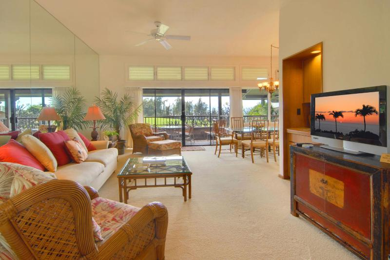 Living Room with pull out sofa and flatscreen tv - Air Conditioned Kapalua Ridge Luxury - Kapalua - rentals