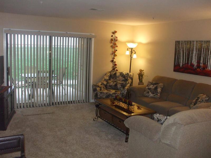 Living Room/ Patio with Park-Like Setting - $129/nt*By Strip*Walk-In*2 Bdrm*Pool*Hot Tub*Golf - Branson - rentals