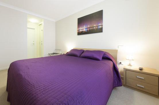 Queen size bedroom including wall mounted TV - One Bedroom Apartment at The Waldorf - Perth - rentals