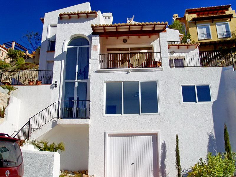 Villa Facade with drive and garage - Luxury Villa in Altea Hills with pool, sauna & BBQ - La Nucia - rentals
