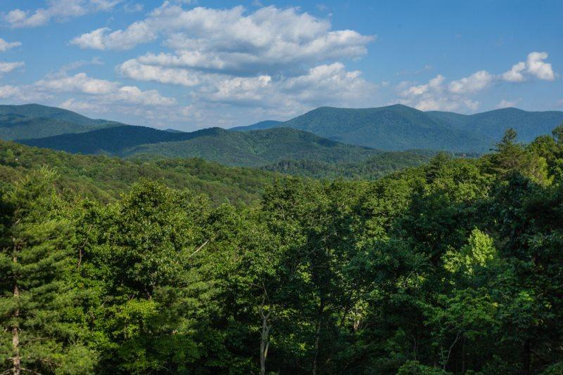 Spectacular mountain top views from all the decks - Breath Away Chalet - Blue Ridge GA - Ellijay - rentals