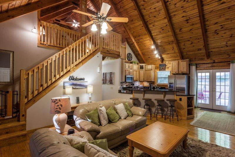 Great Room opens to the kitchen and dining area - 4 Bedroom Vacation Rental in Gated Community - Ellijay - rentals